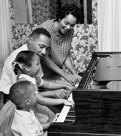 Martin-Luther-King-with-Family